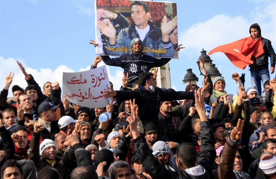 Crowd of Tunisians hold vigil and protest in the name of Mohamed Bouazizi. Picture Source: http://goo.gl/xLVTtS