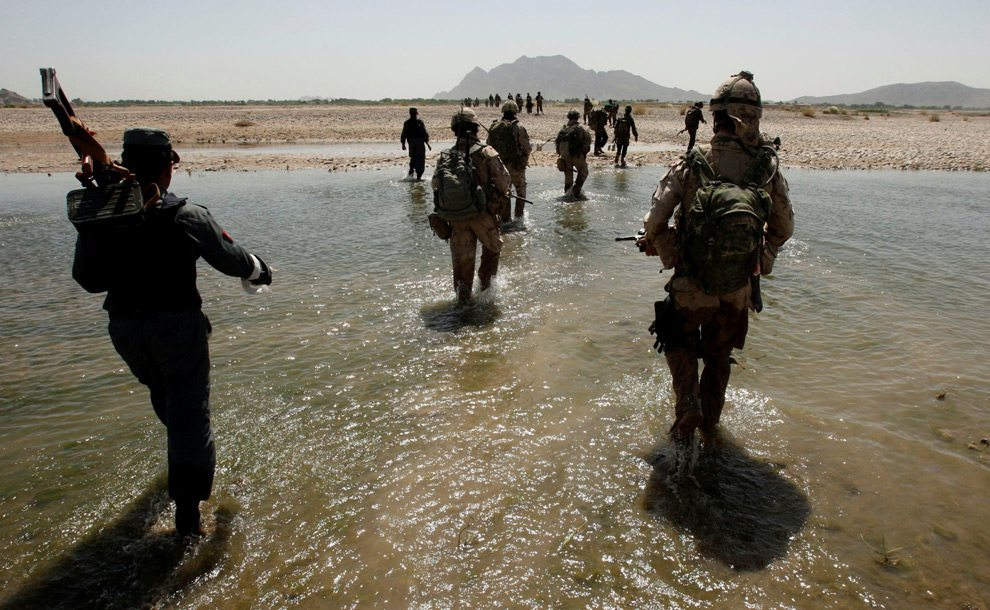 Coalition forces cross a river during a mission near the village of Siah Choy west of Kandahar in Zhari district May 1, 2008. (REUTERS/Goran Tomasevic)